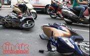 Xe máy gây tai nạn liên hoàn trong đêm, 6 người thương vong