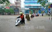 Thái Nguyên: Thí sinh đội mưa lớn đến các điểm thi đúng giờ quy định