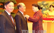 Chủ tịch Quốc hội Nguyễn Thị Kim Ngân trao Huy hiệu 40 năm, 30 năm tuổi Đảng cho đảng viên