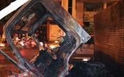 Xe tải bất ngờ bốc cháy giữa đêm, tài xế may mắn thoát nạn