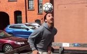 Xem Zlatan Ibrahimovic lần đầu chạm bóng sau chấn thương