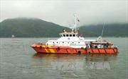 Kịp thời đưa thuyền trưởng nghi bị thủng dạ dày trên biển về đất liền điều trị