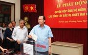 Bộ LĐTBXH quyên góp ủng hộ đồng bào bị lũ lụt