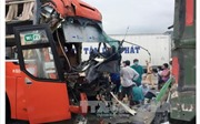 Hai xe khách chở 80 người đâm nhau trên đèo Bảo Lộc
