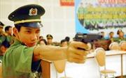 Ngắm các chiến sĩ công an tranh tài bắn súng ngắn quân dụng