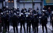 Pháp sơ tán 200 người giữa đêm vì 5 bình ga lạ