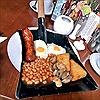 Trào lưu bày món ăn trên... xẻng, gạch