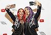 """Ngôi sao YouTube đầu tiên được dựng tượng chân dung theo ảnh """"selfie"""""""