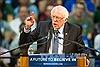 Ông Bernie Sanders bất ngờ thắng bà Hillary