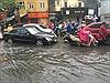 Hà Nội mưa lớn, nhiều tuyến đường ngập sâu trong nước
