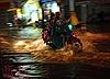 TP Hồ Chí Minh mưa lớn, nhiều tuyến đường chìm trong biển nước