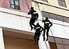 Cảnh sát cơ động luyện tập như phim hành động