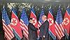 Cái bắt tay lịch sử giữa lãnh đạo Mỹ-Triều