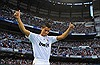 Ronaldo rời Real: Chia tay 'mối tình thập kỷ'