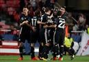 Hạ Benfica trên sân khách, 'Quỷ đỏ' thống trị tại bảng A