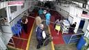 Khoảnh khắc sốc bà mẹ thiếu niên bỏ con mới sinh vào thùng rác toilet bệnh viện