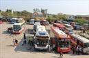 Xe khách Lâm Đồng: Phụ xe, lái xe ngồi chung ghế lái, nhả khói thuốc mù mịt