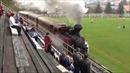 Vừa xem đá bóng vừa nghe tàu chạy xình xịch trong sân vận động tại Slovakia