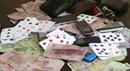 Bắt quả tang 19 đối tượng chơi bài ăn thua bằng tiền