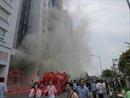 Chung cư Carina  phát cháy trở lại, hai cảnh sát bị thương khi đổ xăng vào máy bơm nước