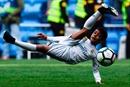 Cristiano Ronaldo Jr ghi bàn kiểu 'xe đạp chổng ngược' dễ như ăn kẹo