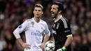 Xem clip hành xử hạng sao: Ronaldo phá ngang buổi phỏng vấn để... ôm Buffon đầy chia sẻ