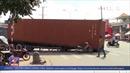 Thùng container gẫy giá đỡ đổ sập xuống đường