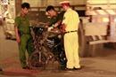 Xe máy lao vào dải phân cách, người đàn ông văng ra đường tử vong