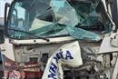 Tông xe liên hoàn, một xe tải lao thẳng vào nhà dân khiến 2 người bị thương