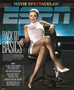 Bạn gái Tiger Woods nhái cảnh 'vắt chân' trong Bản năng gốc