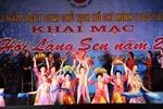Khai mạc lễ hội Làng Sen 2013