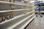 Đằng sau chuyện khan hiếm nhu yếu phẩm tại Venezuela