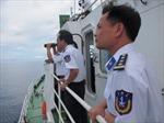 Tặng 300 triệu đồng cho Cảnh sát biển và kiểm ngư Việt Nam