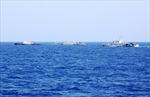 Tàu Trung Quốc dùng chiêu 'chặn đầu khóa đuôi' tàu Việt Nam