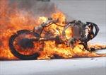 Hà Nội: Xe máy bốc cháy ngùn ngụt khi đang lưu thông