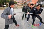 Cảnh sát Trung Quốc bắn chết kẻ chém người trên phố