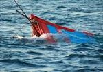 Trục vớt tàu cá bị tàu Trung Quốc đâm chìm