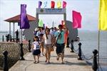 Quảng Ninh đón 2.600 khách du lịch quốc tế đến Hạ Long