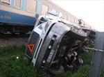 Tàu hỏa đâm xe tải, ách tắc Quốc lộ 1A