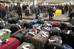 Pháp: Hàng trăm hành khách phải ngủ qua đêm trong sân bay
