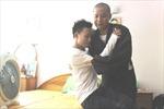 Thí sinh bị liệt được sư thầy đưa đi thi Đại học