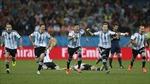Vị thế cửa dưới giúp Argentina dễ thở