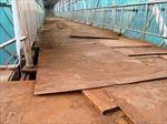 Cầu đi bộ Đại Cồ Việt xuống cấp nghiêm trọng