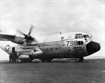 Câu chuyện và video hiếm về máy bay lớn nhất hạ cánh trên tàu sân bay