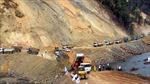Xe chở vật liệu xây dựng băm nát đường