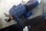 Camera tư gia ghi lại cảnh trộm bẻ khóa