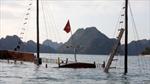 Lốc nhấn chìm tàu chở du khách nước ngoài trên Vịnh Hạ Long