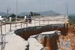 Đường dẫn lên cầu sạt lở nghiêm trọng sau 1 tháng sử dụng