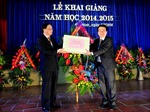 Đồng chí Tô Huy Rứa dự khai giảng năm học mới tại Trường THPT Chuyên Bắc Ninh