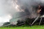 TP.HCM: Cháy rụi công ty nguyên liệu giày dép